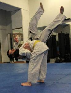 esempio di proiezione di spalla nel jujitsu